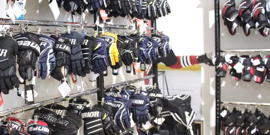 Verkaufsraum Hockey Sports Handschuhe