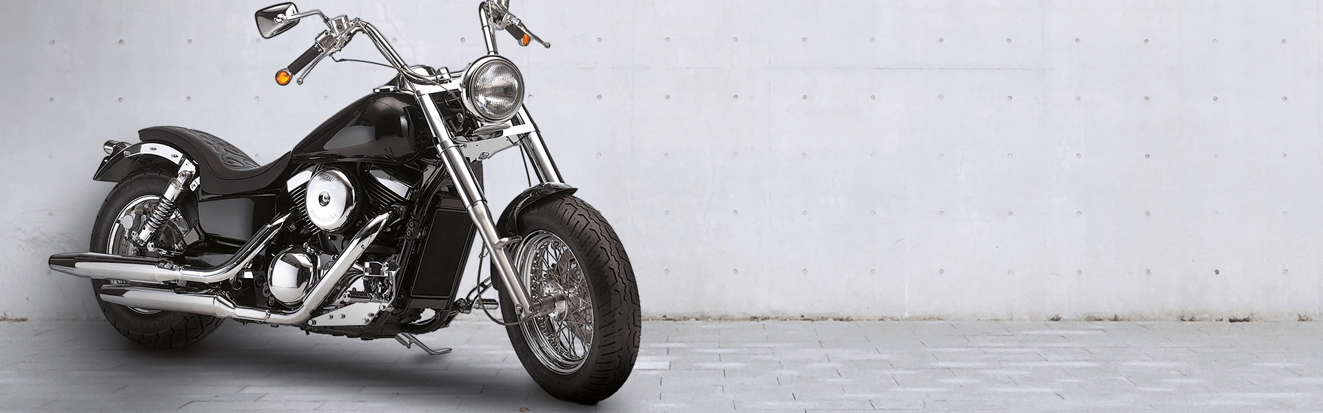 Motorrad vor Wand