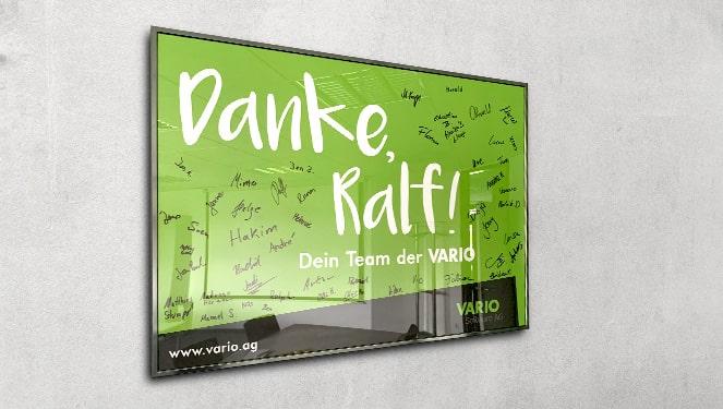Danke-Plakat für Ralf Schneider mit Unterschriften des Teams