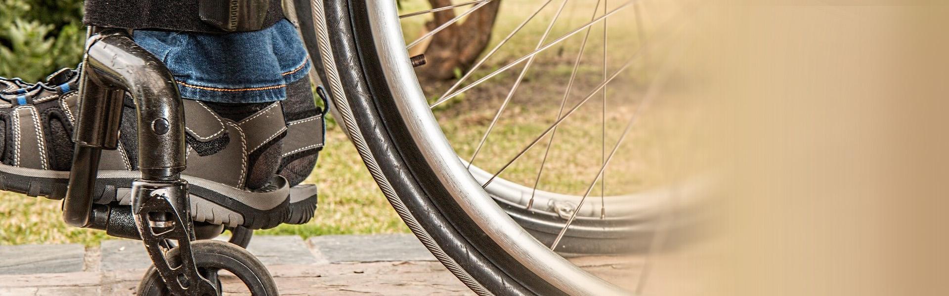 Gleichweit Rollstuhl in der Natur