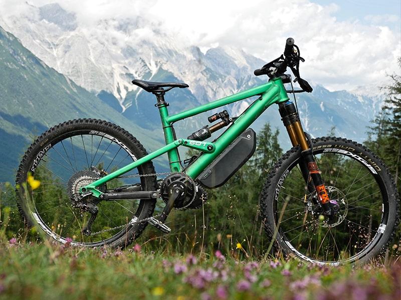 FasterBikes E-Bike von VARIO Kunde Mesona in den Bergen